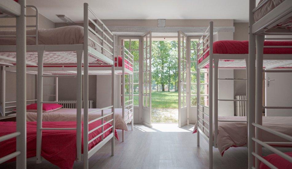 Dortoir avec lits superposés